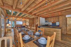 Salle à manger de style alpin et sans cloison