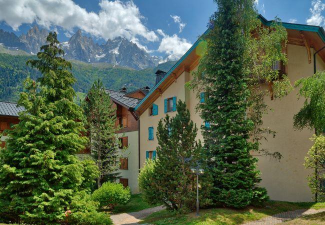 à Chamonix-Mont-Blanc - Petit Jardin: Residence Via des Traz B