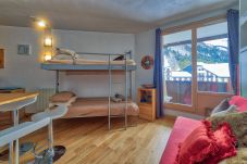 Studio spacieux avec un balcon