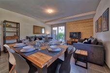 Magnifiquement moderne salon et salle à manger