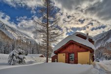 Beautiful chalet with stunning views of the surrounding mountains