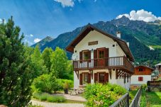 Exterior of stunning chalet and surrounding mountains